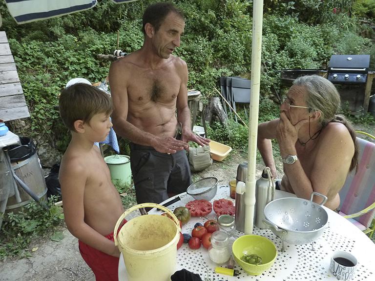 Bruno, theo, michel et les tomates